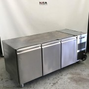 Polaris 3 solid Door Undercounter Fridge